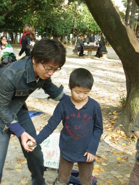 コマまわし無料体験(2010.11.28 in蚕糸の森公園)